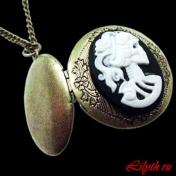 Медальон с камеей Мертвая Голова