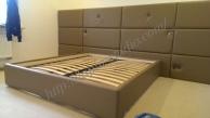 Кровать и панели в изголовье