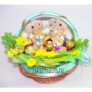 Букет из конфет и игрушек Веселая семейка