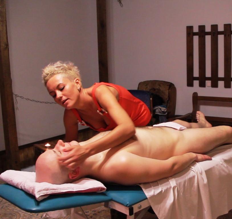 eroticheskiy-massazh-sluzhbi-v-moskve